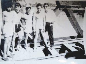Años 60: Río Medina, Aguilares, Tucumán. Impresionante parecido con los bañistas que solían ir al Puente Negro del Ferrocarril Provincial sobre el Arroyo Las Piedras.