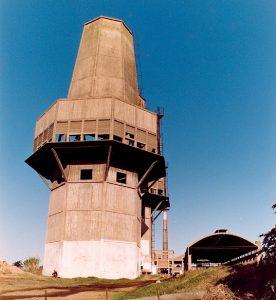 Una de las torres de agua, retratada por Omar Ferbus, circa 1990
