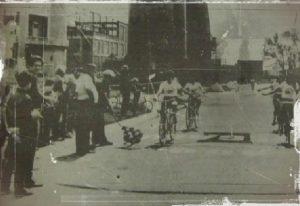 Carrera inaugural en 1982 del Club Ciclista en el predio de Crisoldinie. Archivo Diario El Sol